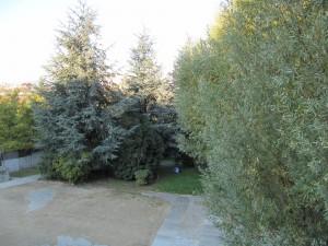 des zones de retrait près du cimetière de Neuilly à La Défense, à la vue du passant de la Jetée